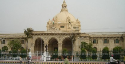 Commissioner, Lucknow division, Kumar Kamlesh and the Principal Secretary small and medium-scale industries Mahesh Kumar Gupta have swapped places